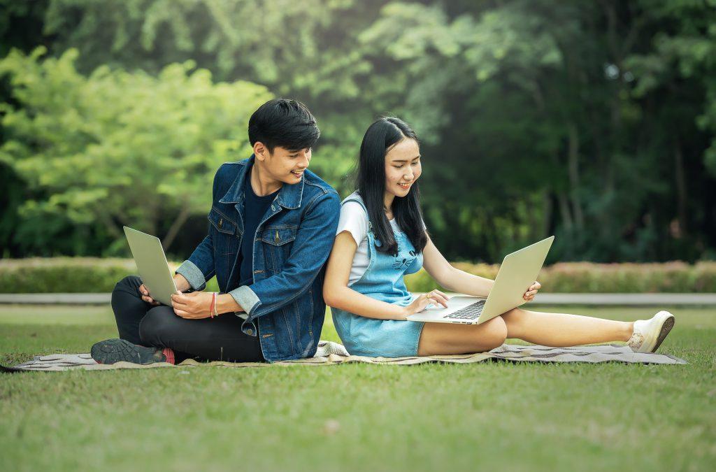 האם מותר לנכות דמי ביטוח בריאות משכר של בני נוער?