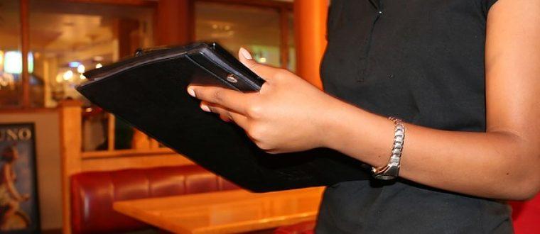 עבודה במלצרות לבני נוער: האם מדובר בעבודה עבורכם?